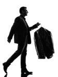 スーツをクリーニングに出す男性のシルエット