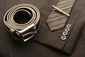 スーツとはこう合わせる! ビジネスシーンでの小物の使い方の画像