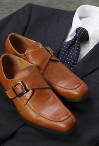 スーツ,ネクタイ,革靴の3点セット