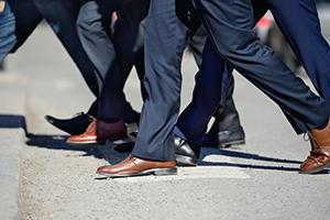 足元とスーツを合わせる靴の選び方3選の画像