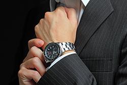 ビジネススーツに合う腕時計の選び方2選の画像