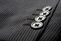 ストライプスーツの袖ボタン