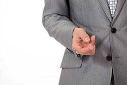 スーツのポケットにフタをする「フラップ」の役割とは?