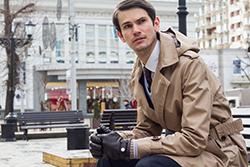 冬のスーツスタイルに!「トレンチコート」着こなしテクの画像