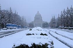 雪は雨よりも厄介!? 積雪に備えたビジネスグッズの画像