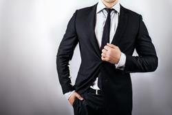 スーツを上品に彩る! 貝ボタンの種類と取り扱い方