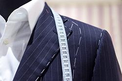 仕立て中のビジネススーツ
