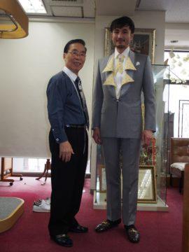ファッションショー用のスーツの画像