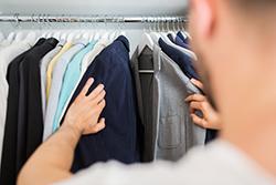 長持ちさせるコツは? 衣替え前後のスーツのお手入れ方法
