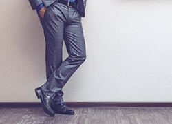 スーツの「タック」の役割と4つの種類について | オーダースーツ【Fashion AT Men's】東京の画像