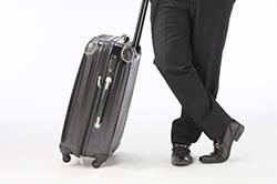 出張時に予備の靴は必要か ― 靴の寿命と水分の関係