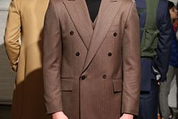 ゆったりシルエットのスーツで威厳とクラシック感をの画像