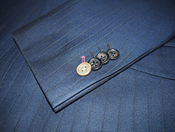 ゼニアスーツを支える素材たち:キュプラ裏地と3種のボタン