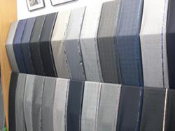 新春シーズンウェア「梅春スーツ」の特徴と明るい色柄の生地選び
