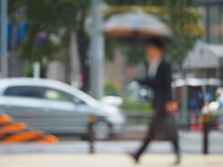 梅雨に役立つ、スーツのニオイ対策方法の画像