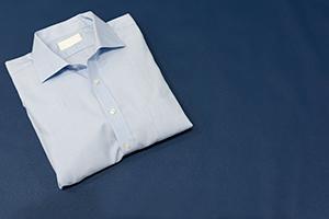 【ビジネス向け】夏のサックスブルーシャツの着こなしテクニックの画像