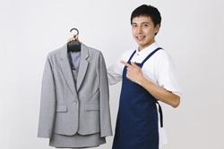 夏のスーツを長持ちさせるための汗染み・黄ばみ・ニオイ対策の画像