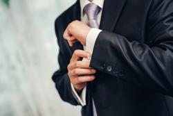 スーツのテカリの原因と対処法の画像