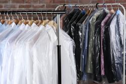 クリーニングに出すときに知っておきたい、スーツの長期保管のコツの画像
