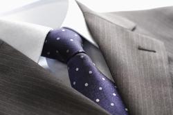 スーツの生地に使われている一般的な「ストライプ」の種類と特徴の画像