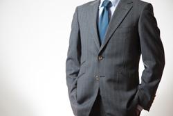 スーツ姿の上半身