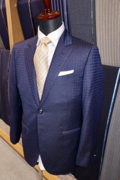 ランバンシルク・紺の織柄格子柄のオーダースーツの画像