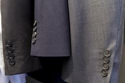 スーツを買い替える目安って? 寿命や長持ちさせるコツについての画像
