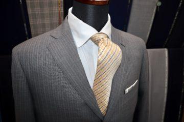 グレーのオルタナティブストライプでオーダースーツ|Fashion AT Men'sの画像