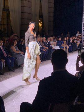 イタリアサルトリアレディースファッションショーの画像
