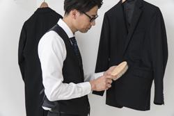 紫外線に要注意! スーツが変色する原因と対処法の画像