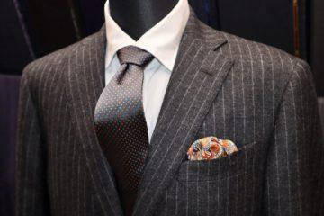 起毛調のスーツにペイズリーの裏地 Fashion AT Men'sの画像