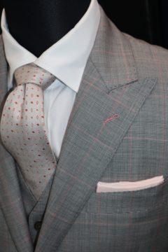 ピンクのチェックで3ピースのオーダースーツ Fashion AT Men'sの画像