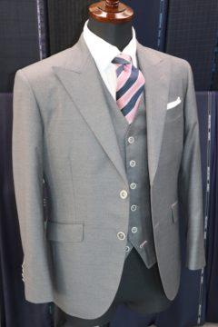 タリアデルフィノのグレー無地で3ピース Fashion AT Men'sの画像