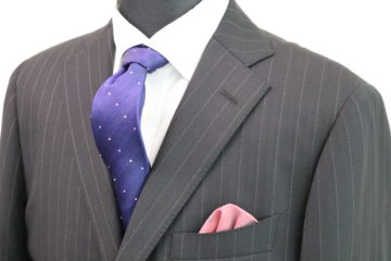 王道のチャコールグレーのピンストライプ|Fashion AT Men'sの画像