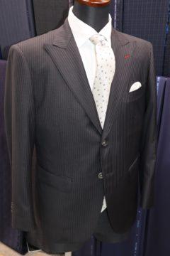 エルメスのスカーフを裏地にしてスーツ|Fashion AT Men'sの画像