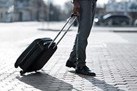 出張時のスーツの「持ち運び方」シワを防ぐポイントは?