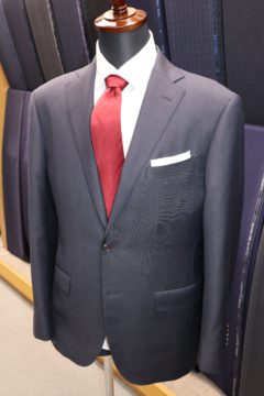 タリアのマイクロチェックの織柄でスーツ|Fashion AT Men'sの画像