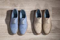 2足のスエード靴