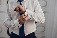 ワイシャツ姿のビジネスマン