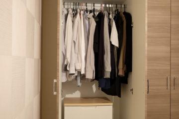 スーツを長持ちさせるために知っておきたいクローゼットのカビ対策の画像
