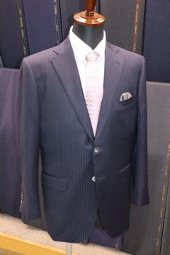 テレワークにはストレッチ性のあるスーツで|Fashion AT Men'sの画像
