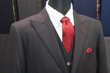 エルメスのスカーフを裏地にしたスーツ|Fashion AT Men'sの画像