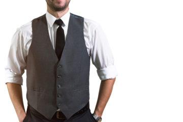 ワイシャツの腕まくりはNG? 腕まくりしていい場面といけない場面の画像
