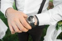 ビジネスマンと腕時計